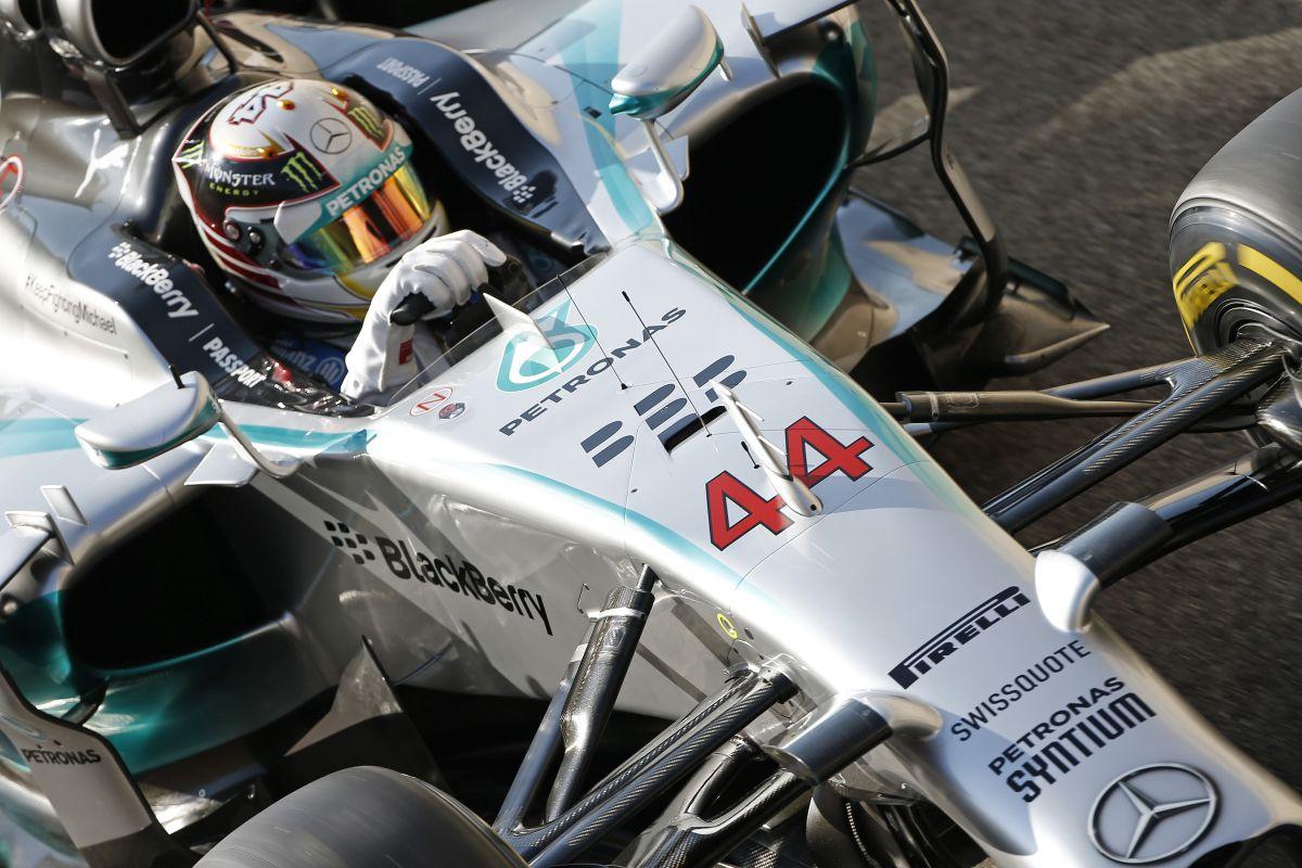 """Hamilton beszélt a W05-höz a nehéz pillanatokban: """"Gyerünk bébi, maradj velem"""""""