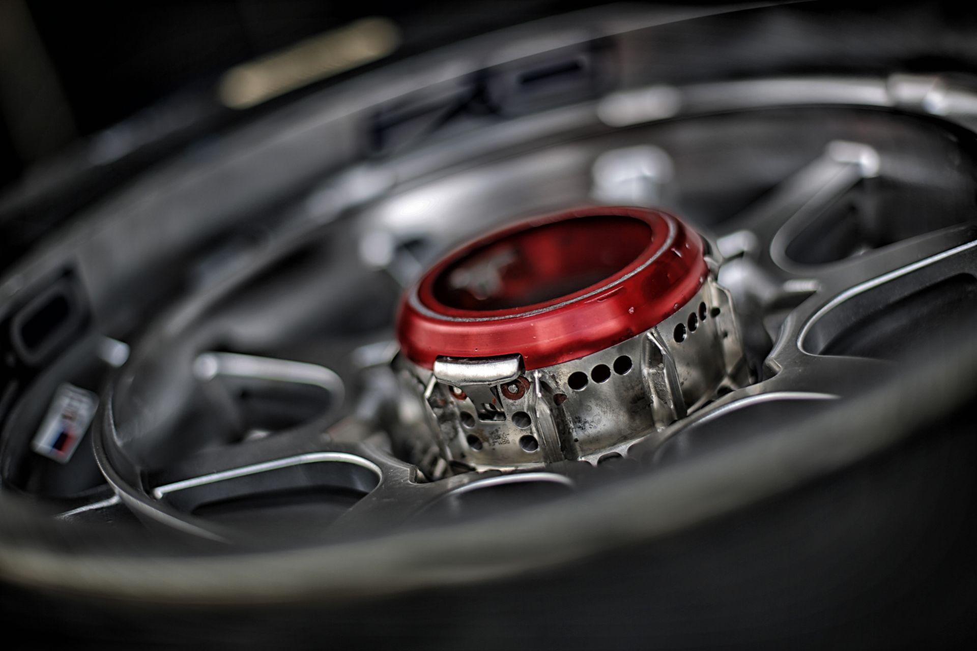 Így gyakorolta a kerékcserét a Toro Rosso csütörtökön a Hungaroringen