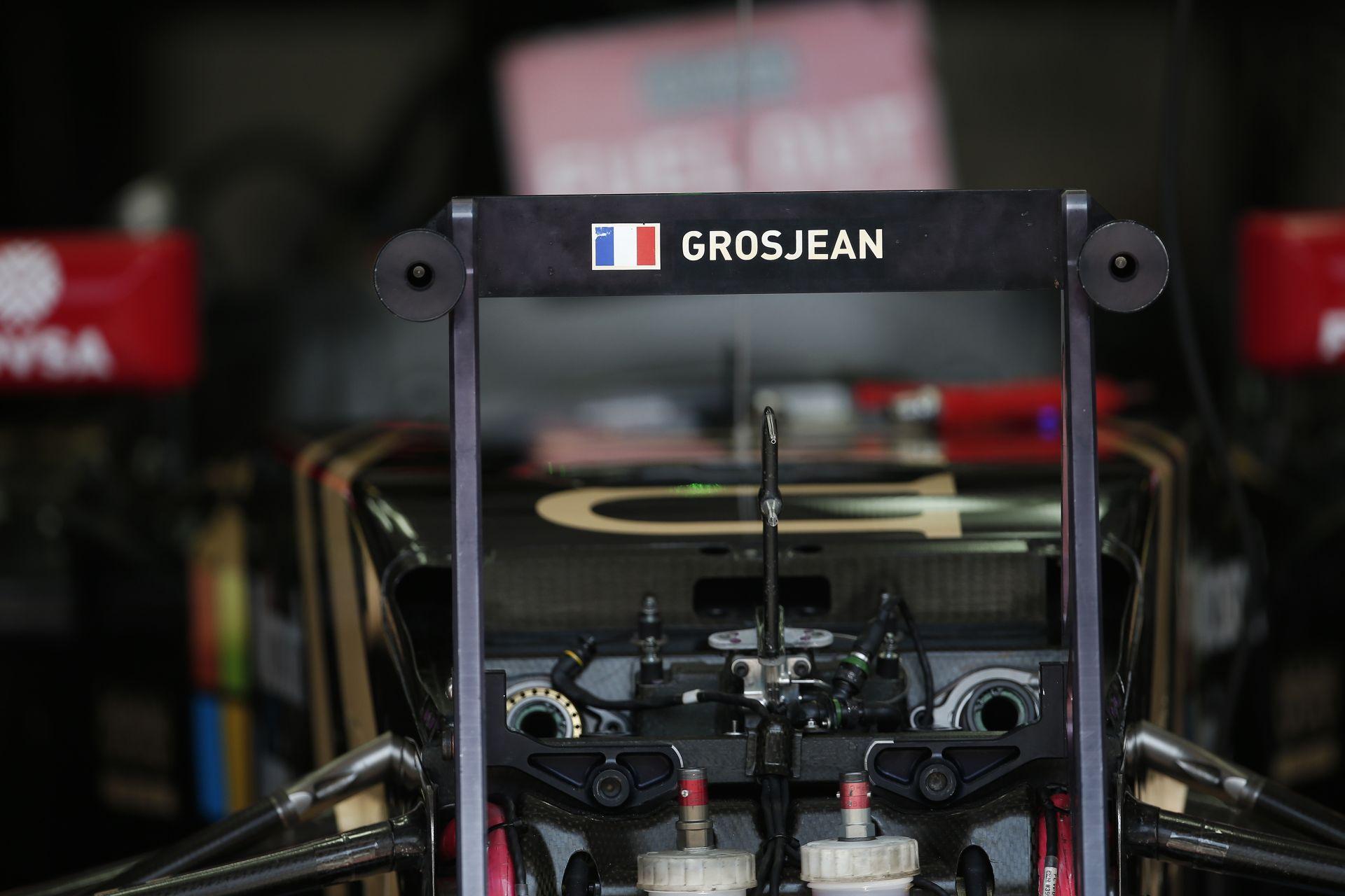 Alonso teljesen hátul van, de ugyanolyan jó, mint korábban: Grosjean nehéz helyzetben