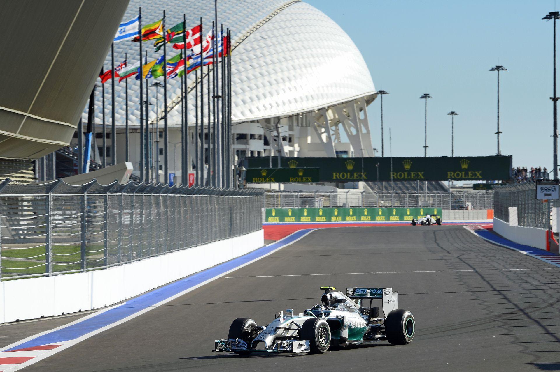 Ilyen egy kör az orosz F1-es versenypályán: Nico Rosberg onboard péntekről