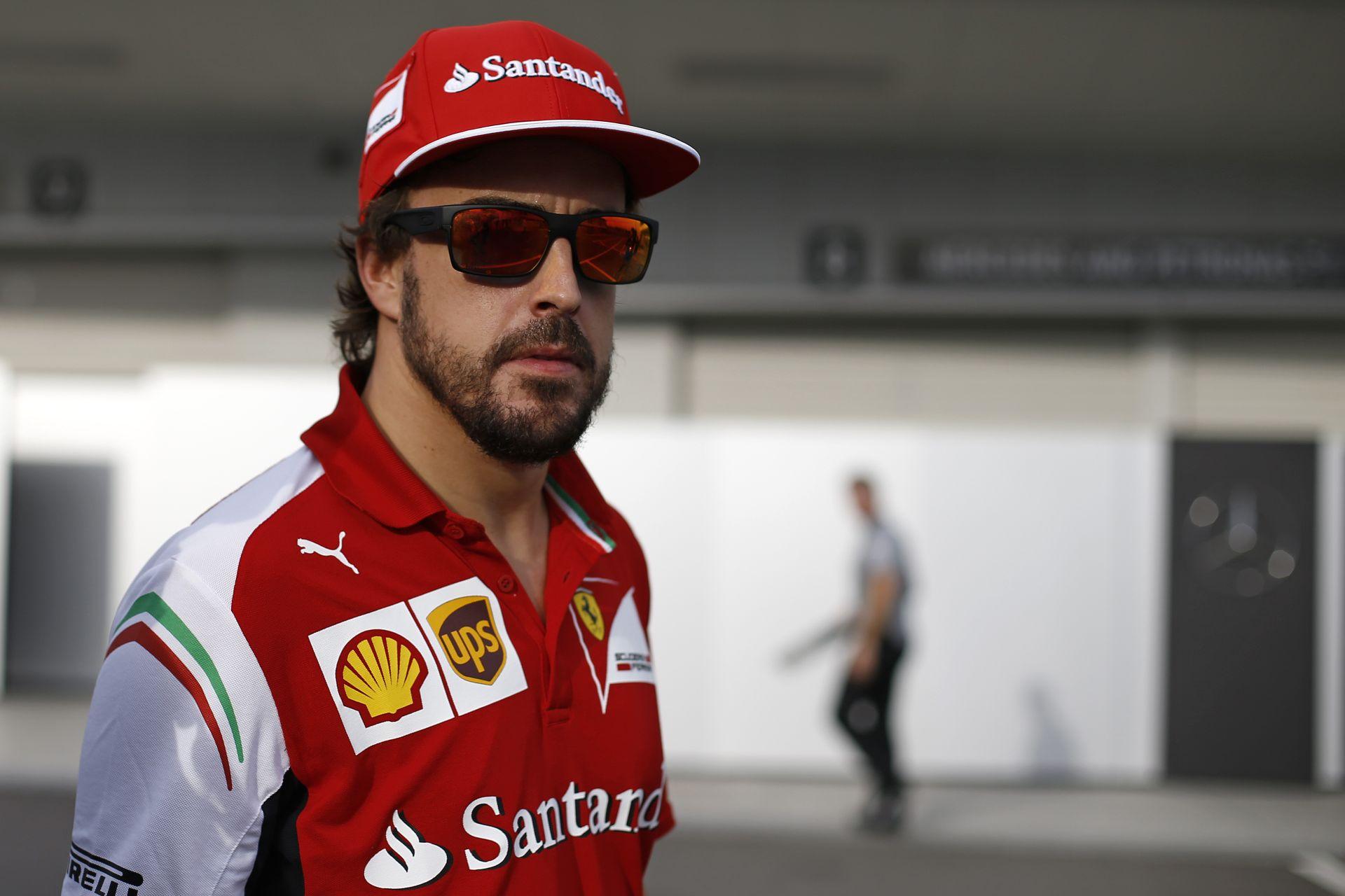 Alonso az F1-es karrierjével játszik, rövidesen döntenie kell