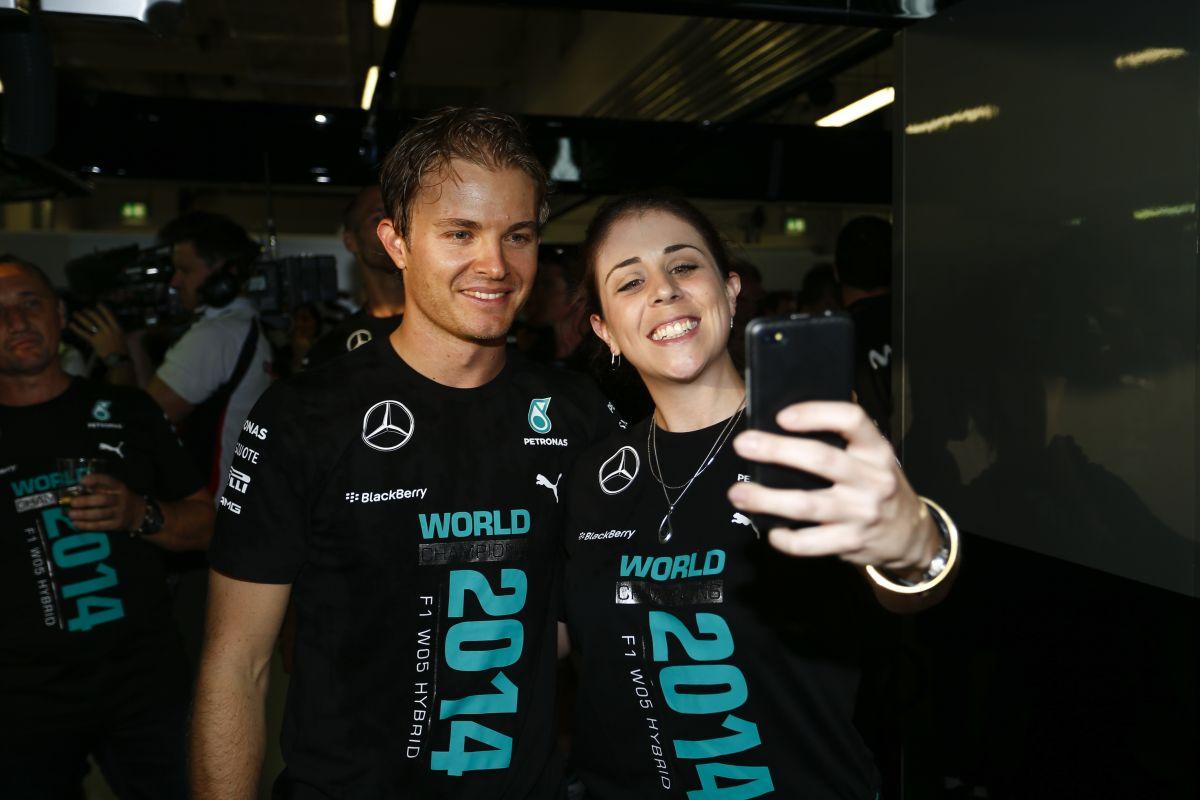 Rosbergnek nincs oka szomorkodni: teljes erővel támad az utolsó futamokon