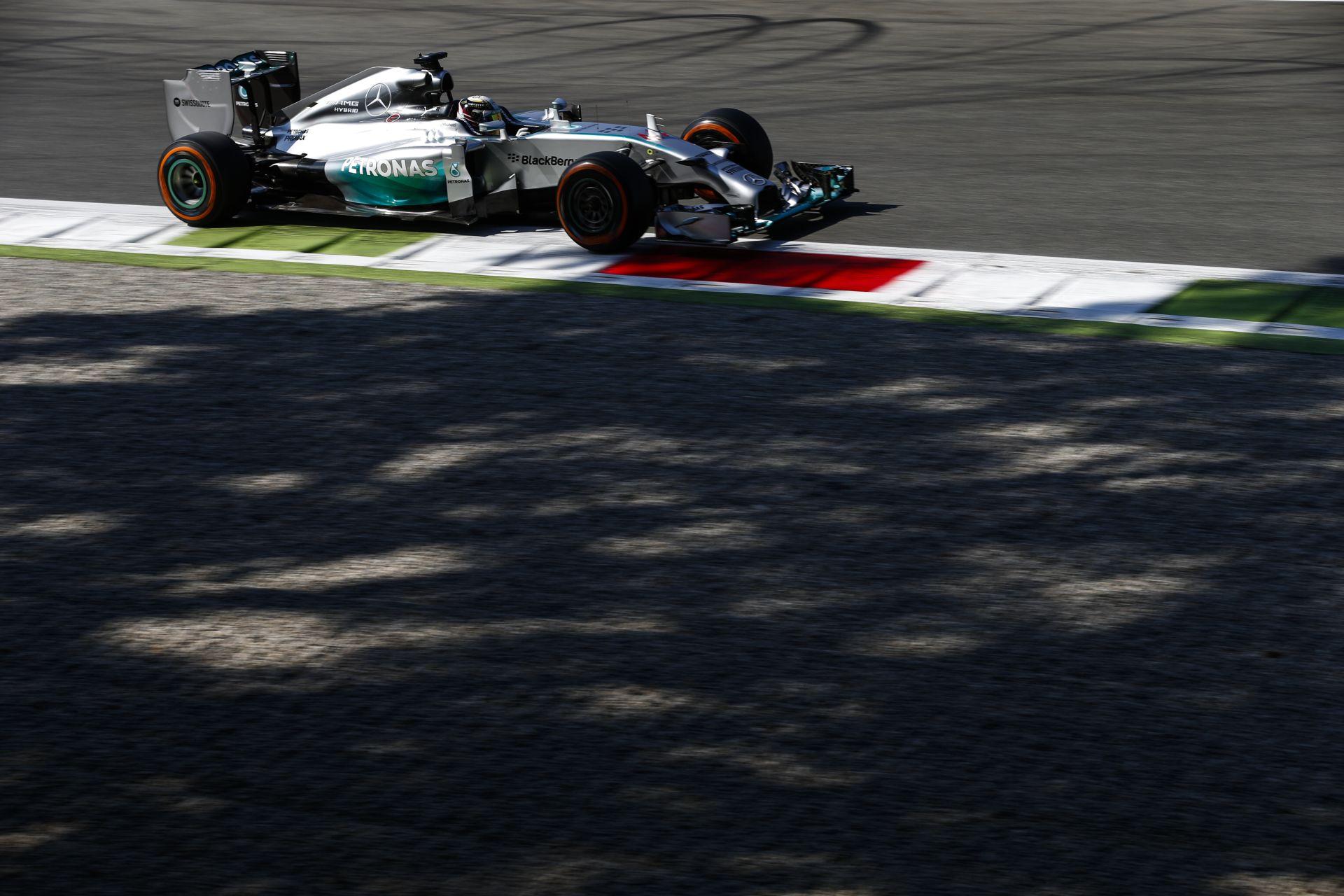 Hamilton boldog, Rosberg szerint bármi megtörténhet vasárnap, addig Bottas befogná a Mercedest