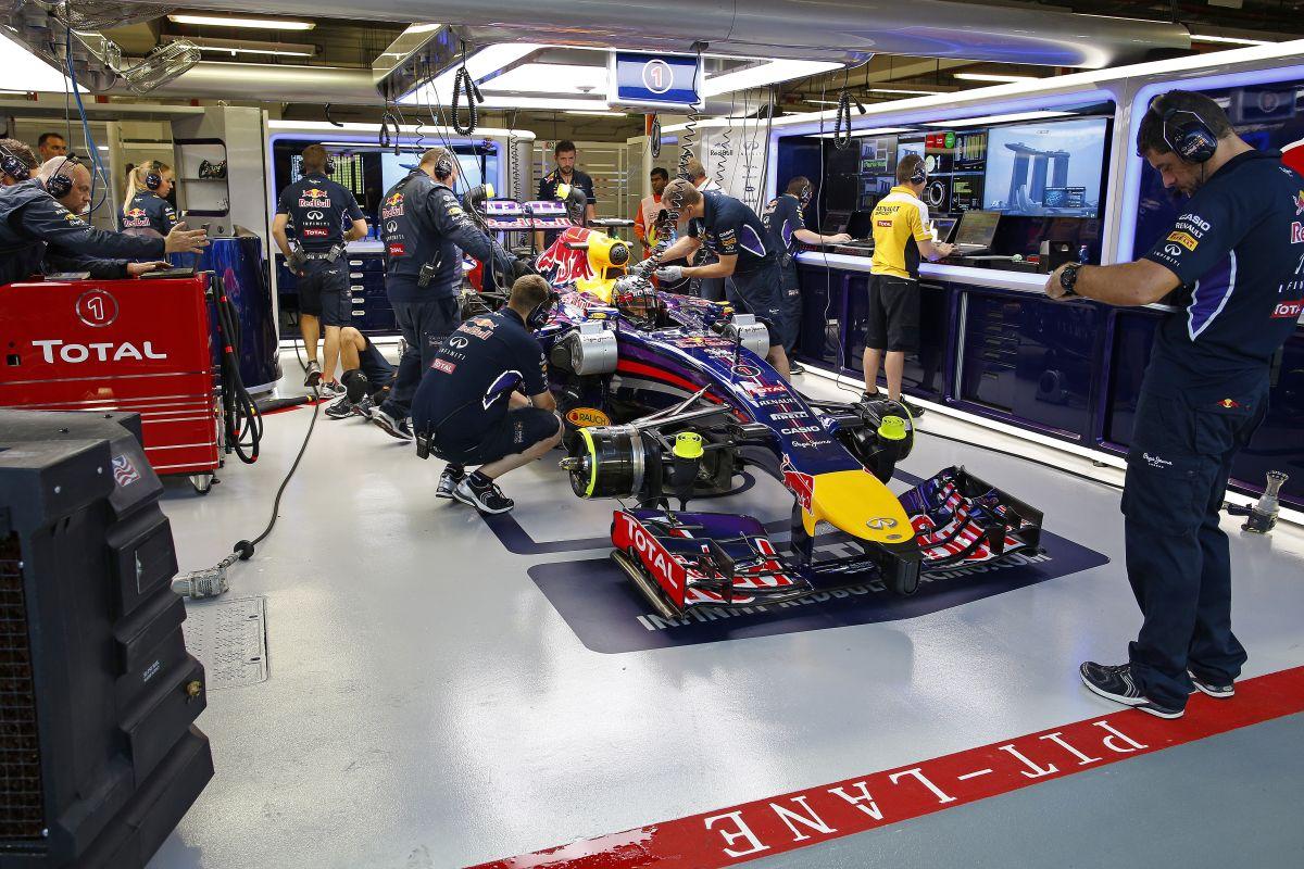 A Renault köszöni a srácoknak: 3 óra alatt cserélték ki Vettel autójában a motort
