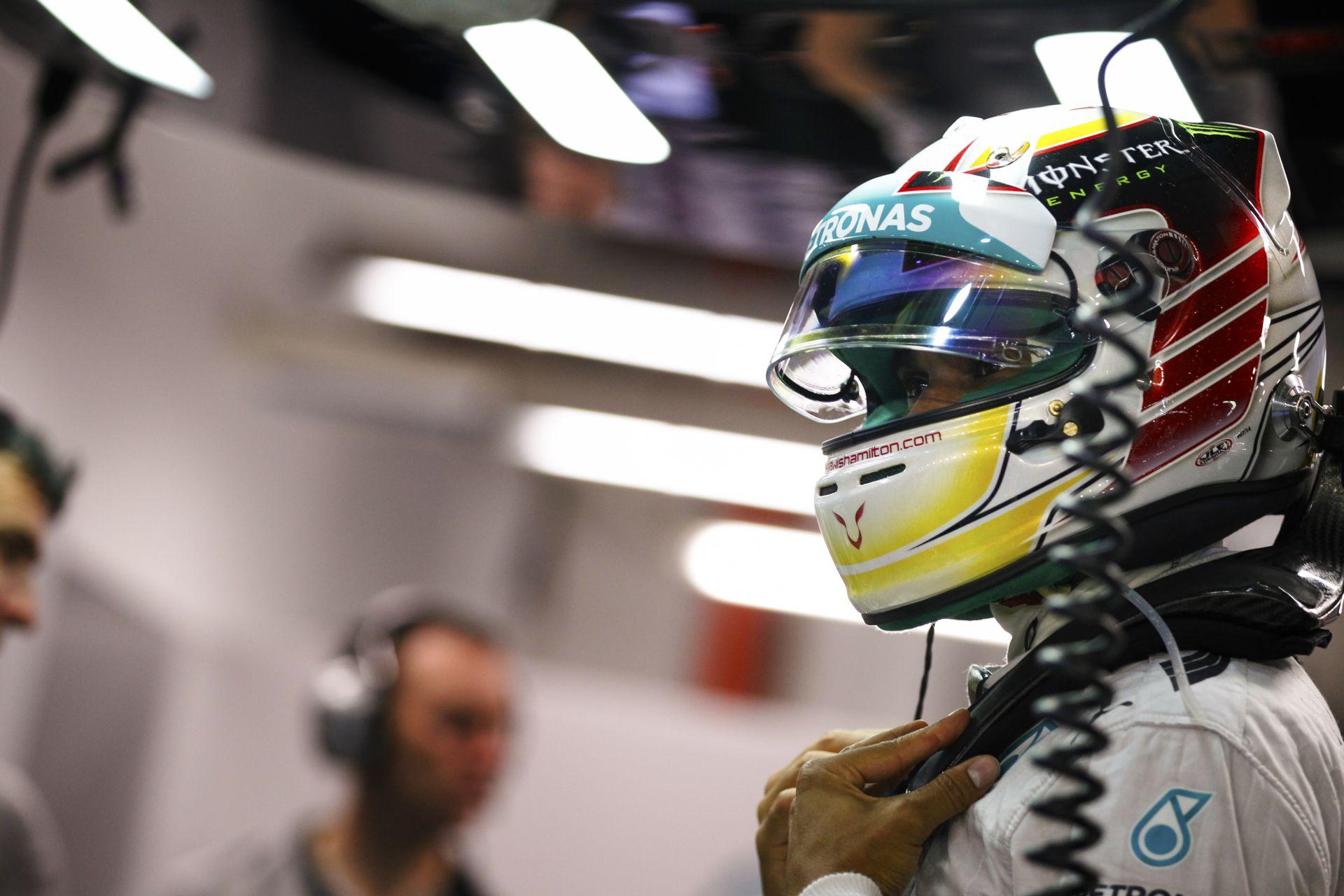 Hamilton megnyerte a Szingapúri Nagydíjat és már ő vezeti a világbajnokságot! Rosberg nullázása és drámája az éjszakai versenyen