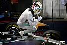 Hamilton a kivetítőről tudta meg, hogy Rosberg a rajtrácson maradt - még mindig ő a vadász
