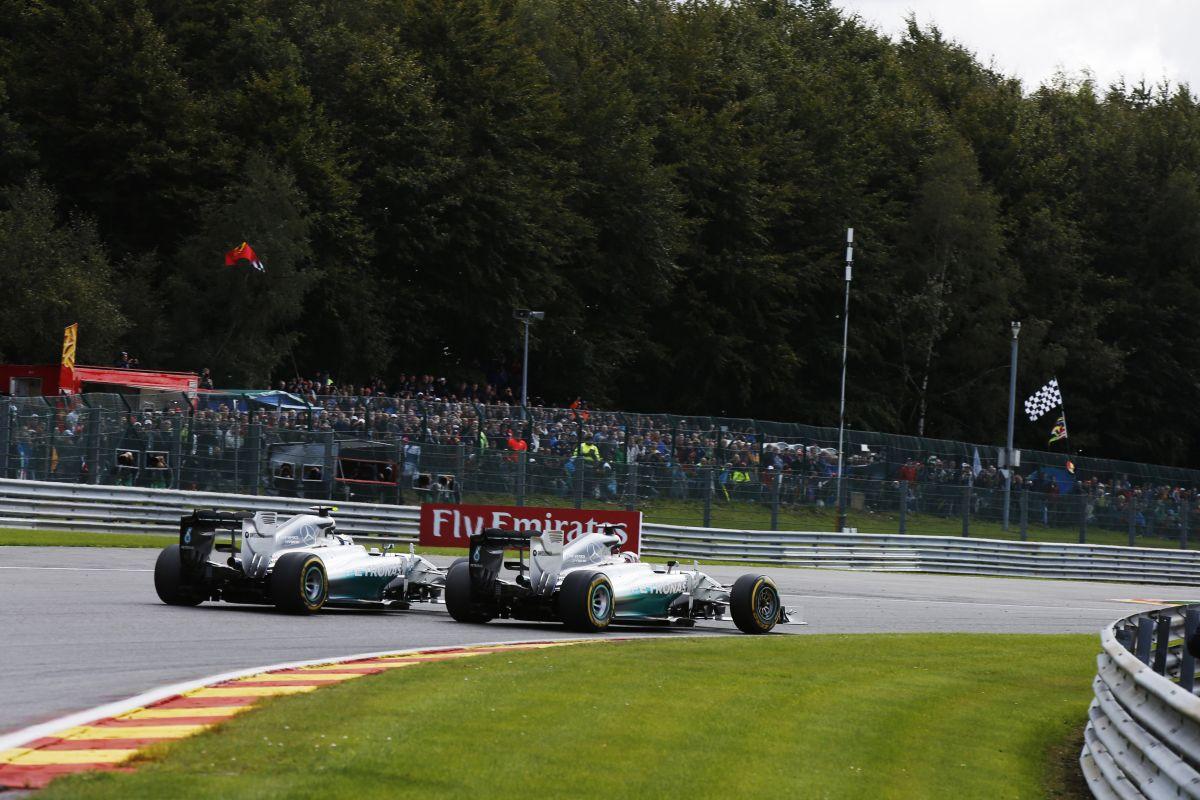 Hamilton nem bízik Rosbergben a tegnapiak után - a Mercedes nem kapkod, mindenki higgadjon le