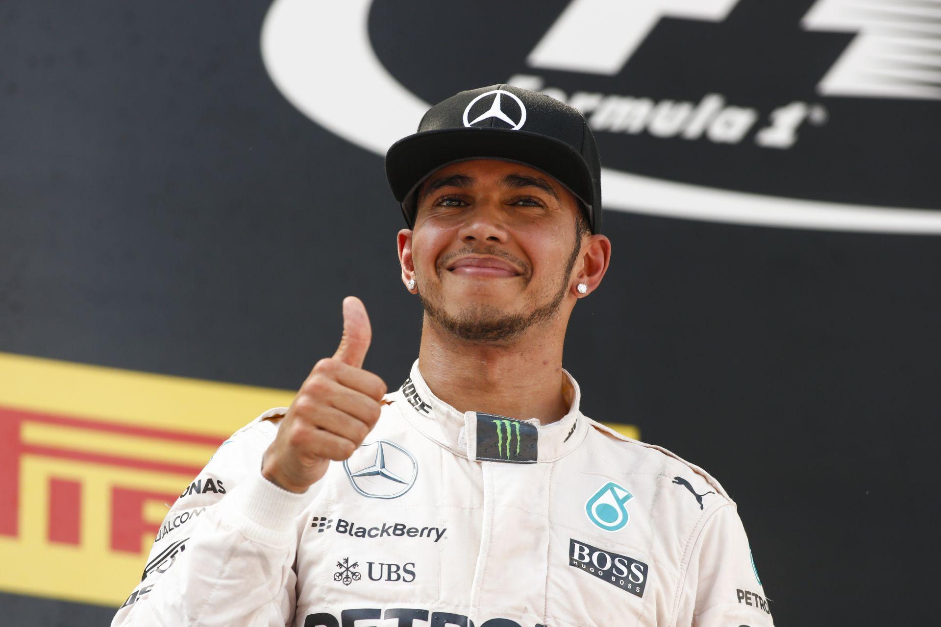 Sajtó: 100 millió dollárt kap Hamilton a Mercedestől