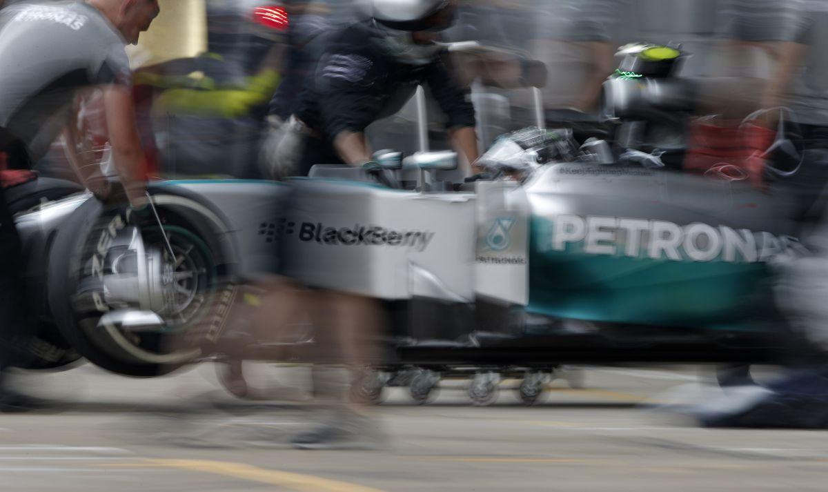 5 tized, vagy több is lehet körönként a FRIC: a Mercedesé és a Red Bullé a csúcs