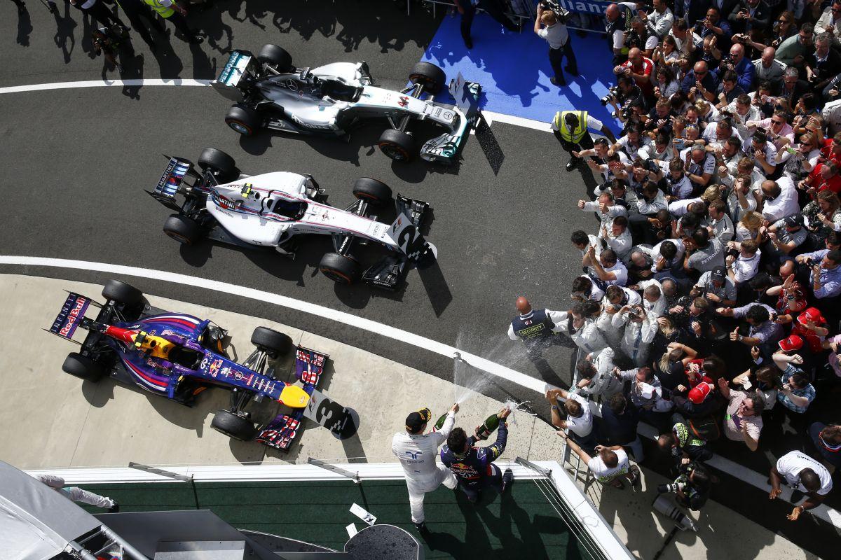 Hamilton nem aggódik a FRIC-telen Mercedes miatt: mindenki veszíthet