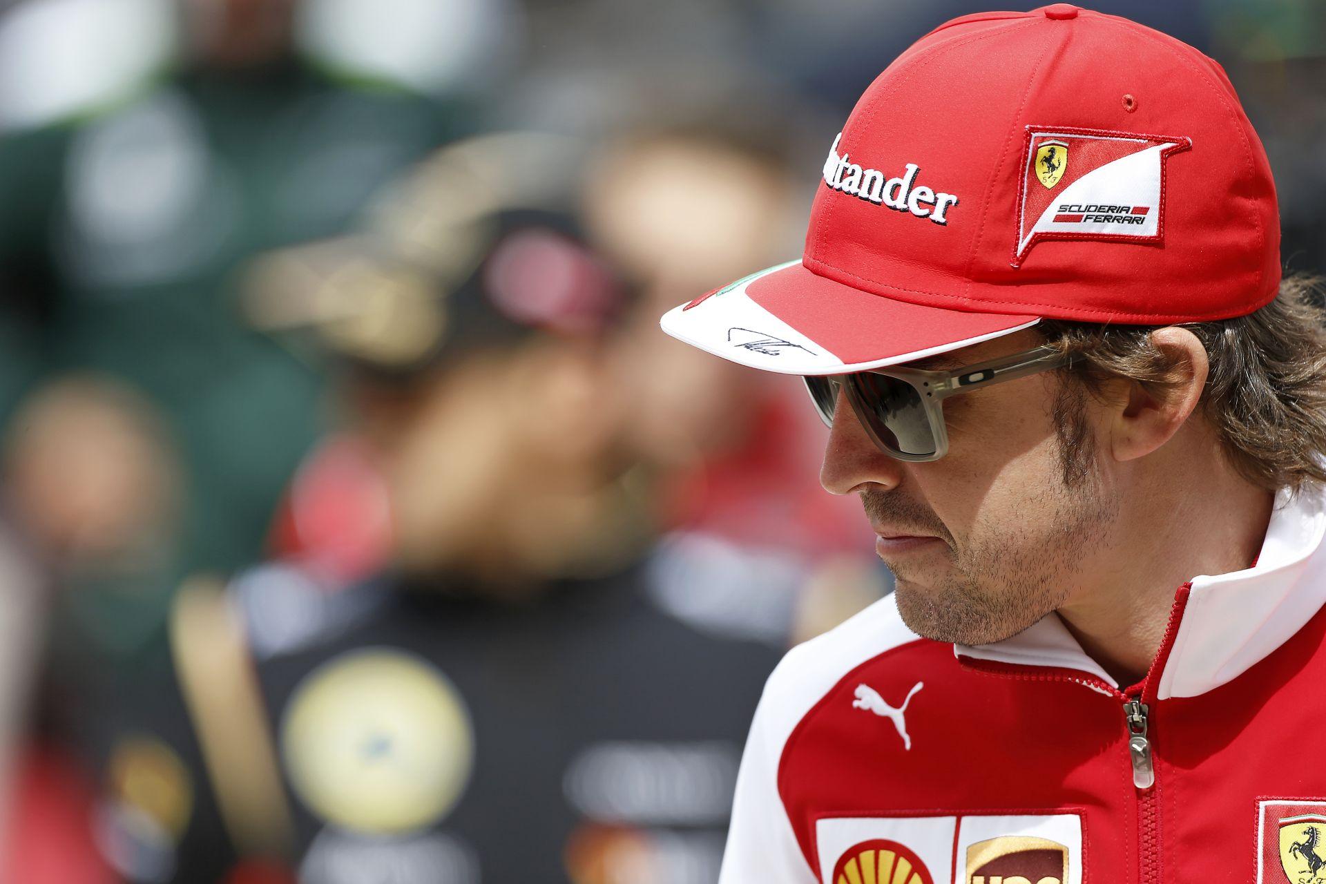 Alonso technikai garanciát és nagyon sok pénzt kér a Ferraritól a maradásáért cserébe