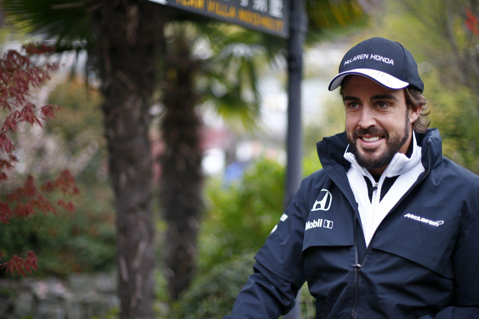 Hamilton: Alonso az egyik legjobb F1-es versenyző, akit valaha is láttam