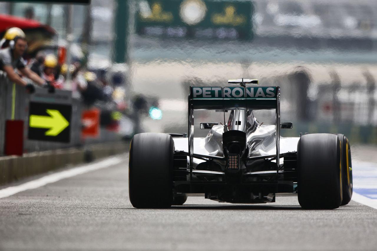 A Mercedes már tesztelte a nagyobb hangot garantáló kipufogót: Rosberg szerint bevált