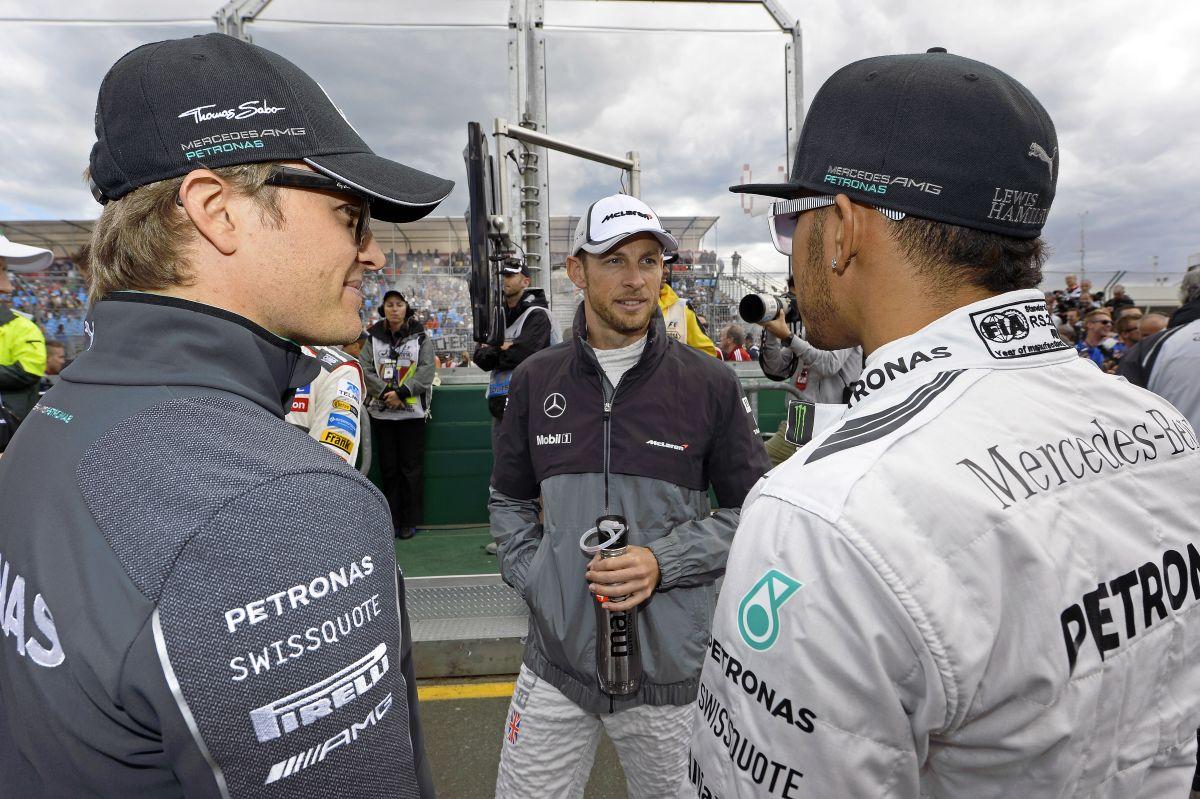 Hamilton ismét sokkolt a tempójával: meglovagol egy hullámot, ami a címig viheti
