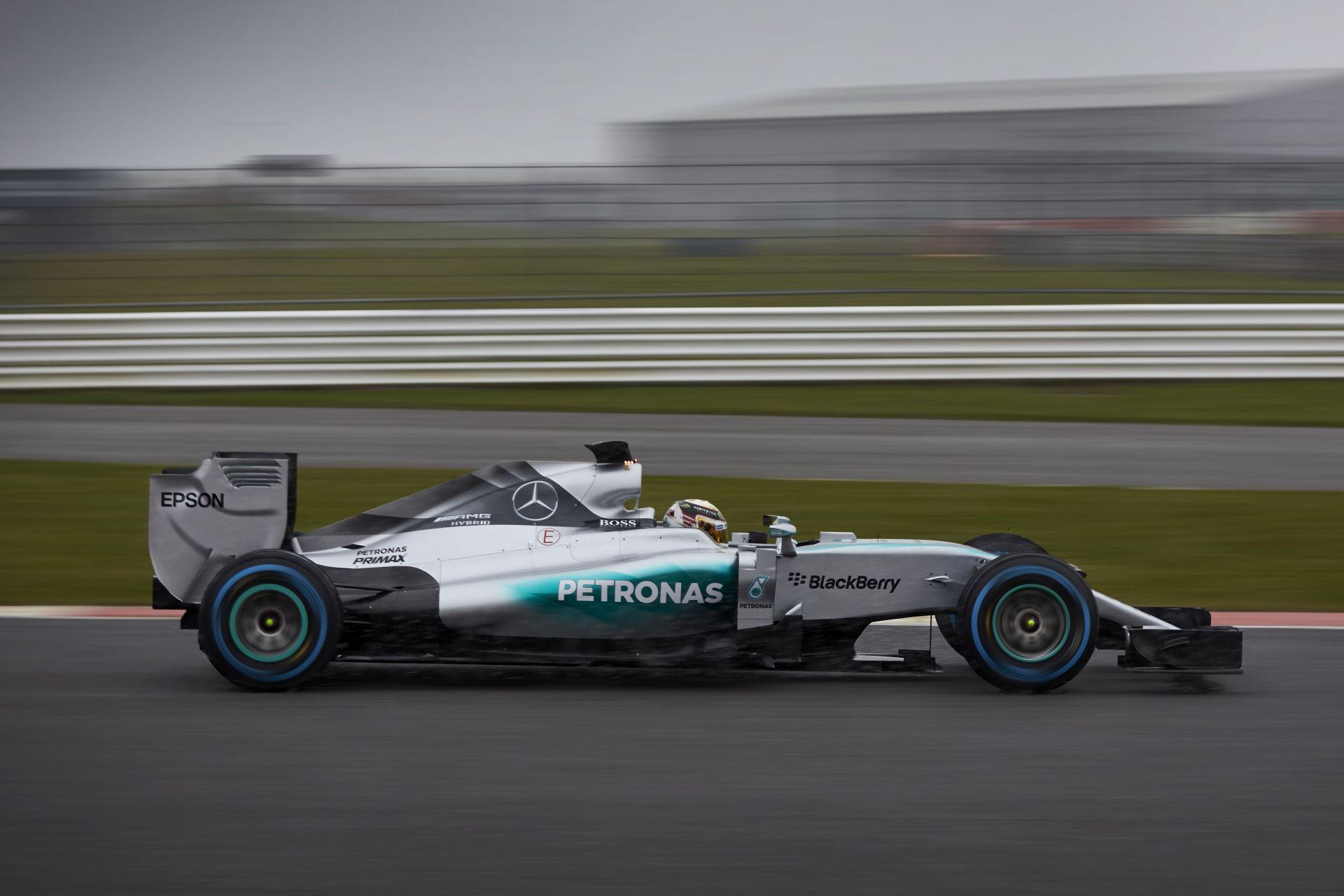 Kigurult a Mercedes W06 Jerezben: Bemutató a csapattal
