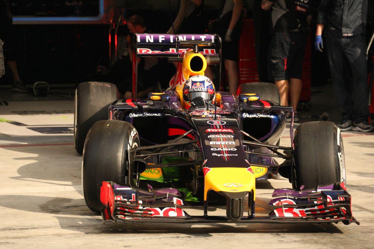 Ricciardo gondoskodni fog az izgalmakról: a versenyre lövik be az RB10-et, jöhet a show!
