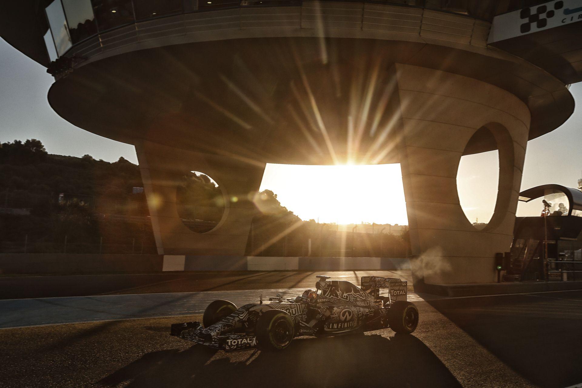 Csak a McLaren-Honda ment kevesebb kilométert a Red Bullnál Jerezben