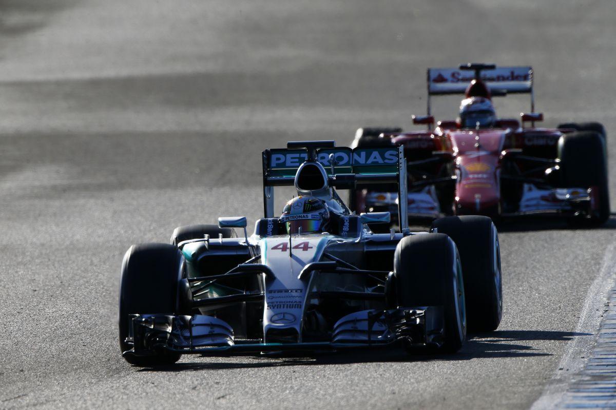 Hamilton nem tart a Ferraritól: hihetetlen, mennyire megy a Mercedes motorja