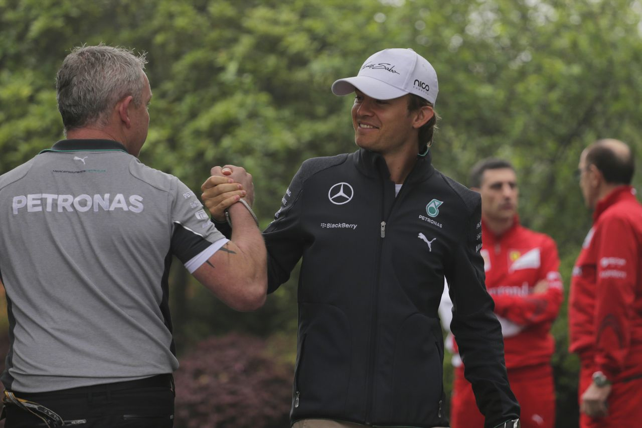 Rosberg elég okos, hogy kihasználja Hamilton gyenge pontjait: a riválisok a Mercedesét akarják