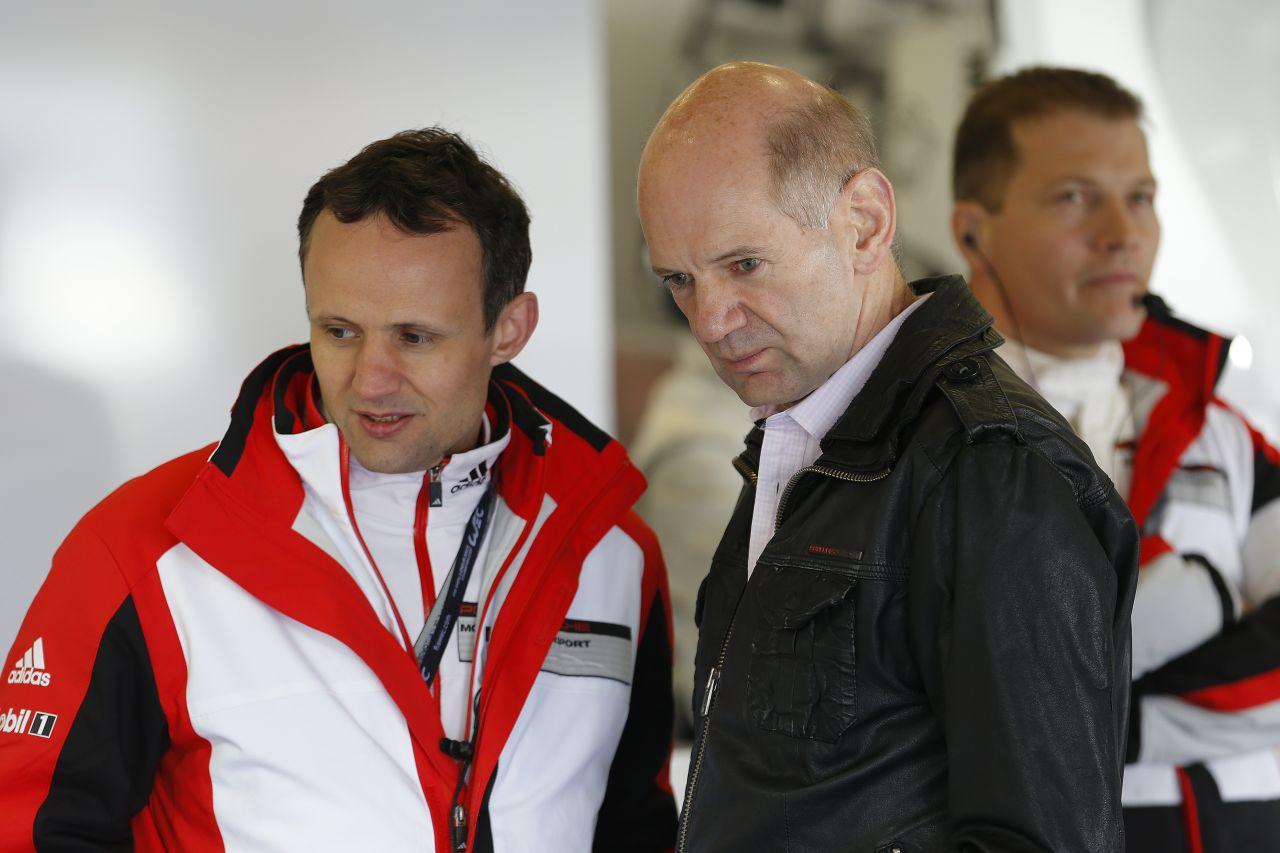 Newey beugrott köszönni Webbernek, de közben a Red Bullt is támogatta