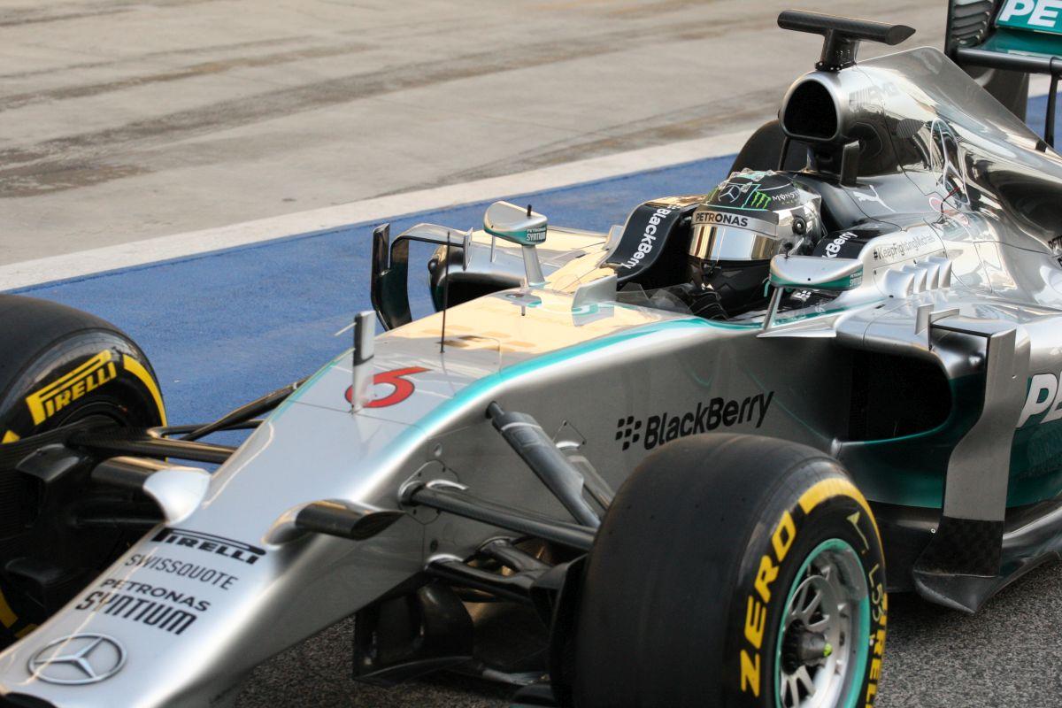 Red Bull: A Mercedes akár két körrel is hamarabb célba érhet Melbourne-ben