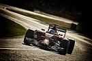 Szuper-lassításban Fernando Alonso 2014-es Ferrarija az Albert Parkból