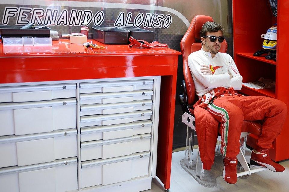 Alonso nem fogja kidobálni a játékait a babakocsiból: ellesznek Raikkonennel