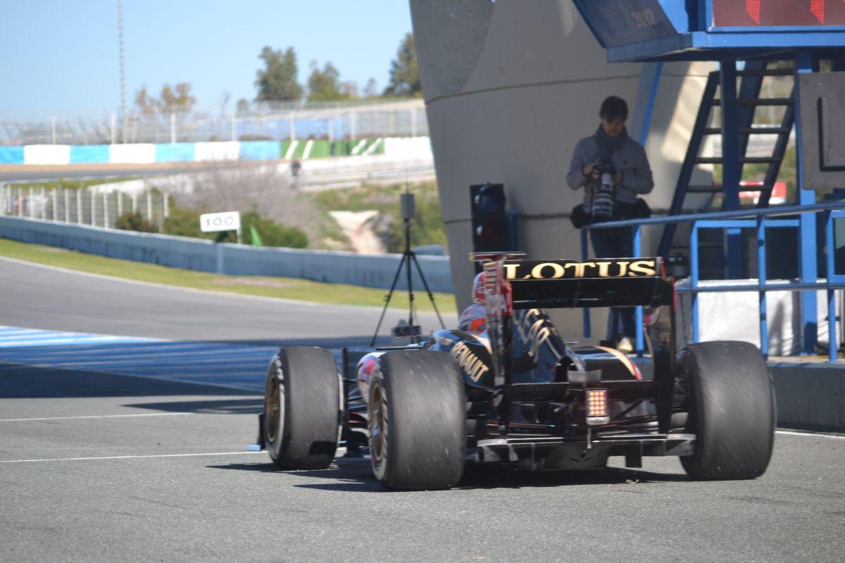 A Pirelli tehetetlen: ha a Lotus nem akarja az új gumikat, akkor maradnak az eddigiek