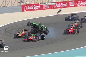 FIA F2 BRÉKING Látványos röpte a GP2-ben: megmászta az előtte haladót, majd felszállt