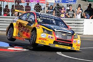 WTCC Reporte de la carrera Coronel se llevó la primera carrera en Vila Real