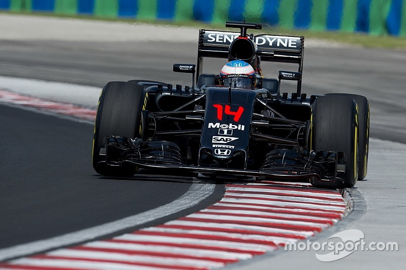 McLaren продовжить оновлення боліду 2016 року