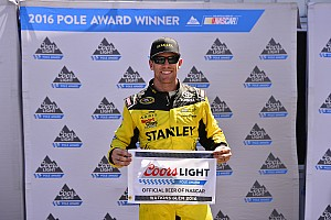 NASCAR Cup Relato de classificação Edwards é pole em Glen e