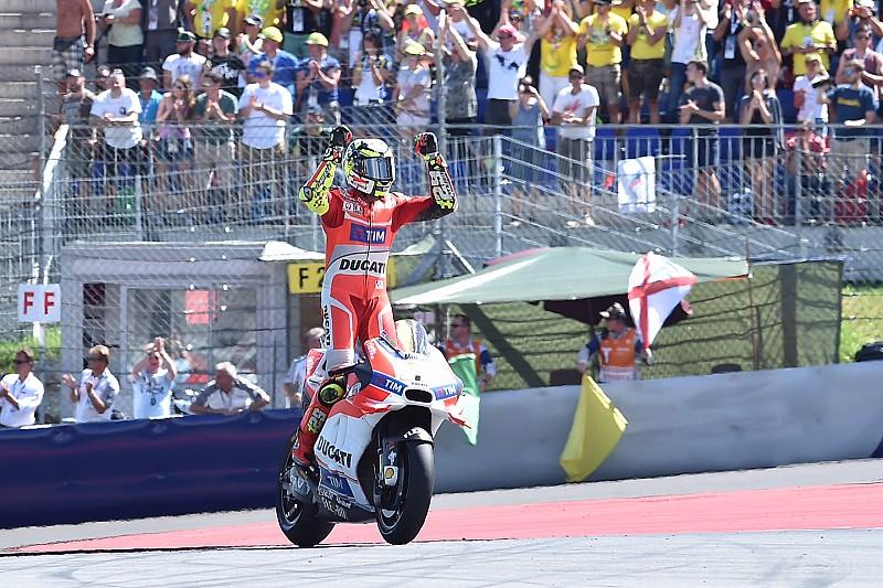 Iannone wint Ducati-duel van Dovizioso en pakt zege in Oostenrijk