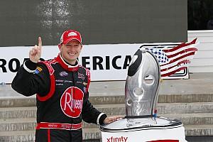 McDowell logra su primera victoria en NASCAR