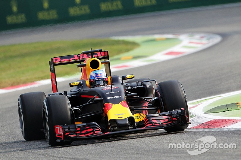 Риккардо признал преимущество Ferrari