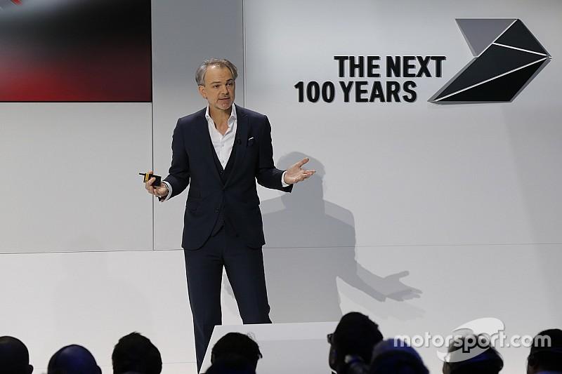 """BMW-ontwerper Van Hooydonk: """"Ik race voor de ontspanning"""""""