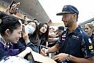 LOL: Ricciardo olyan, mint egy pop-sztár a 80-as évekből, aki épp bokszol