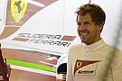 Vettel a Ferrari garázsának mélyén jegyzetelget - a német minden másodpercét hasznosan tölti!
