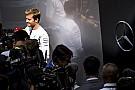 Rosberg beletrollkodott mások szelfijébe - nem szép dolog!