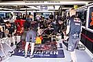 Vettel vissza akarja cserélni Verstappent Kvyatra: HAHA