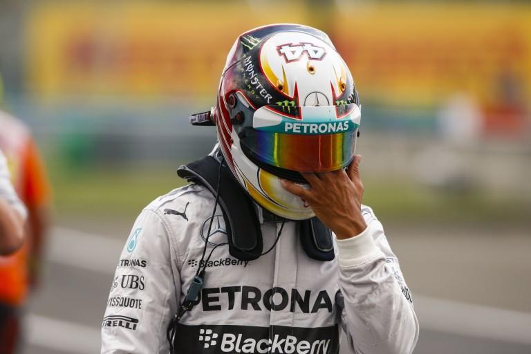 Ne szokjunk hozzá: Két Mercedes a két tréleren az első barcelonai kör után!