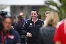 A McLaren csapatfőnöke keményen tolja Monacóban - motorra pattant!