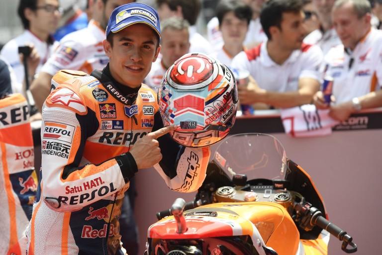 MotoGP: Megható gesztus - Salom 39-es rajtszáma Marquez motorján és a többiek kezében!
