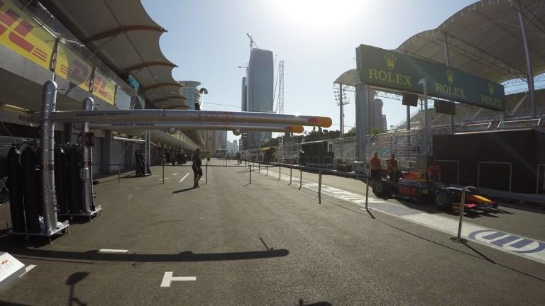 Éledezik az F1-es paddock Bakuban csütörtökön
