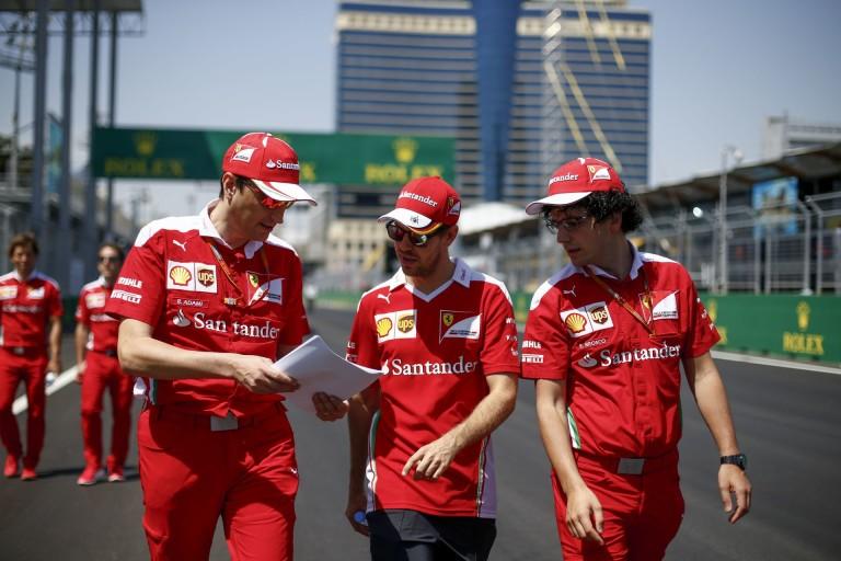 Vettel megpörgött Bakuban, de szépen megfogta!