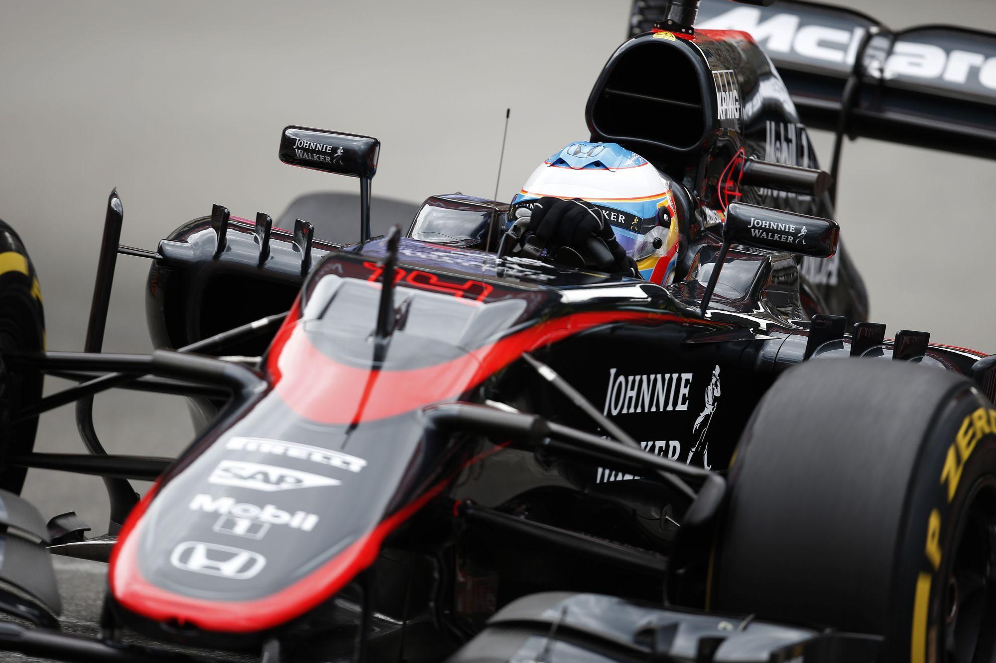 Te jó ég: Alonso McLaren-Hondája olyan hangokat adott ki, mint egy Alien