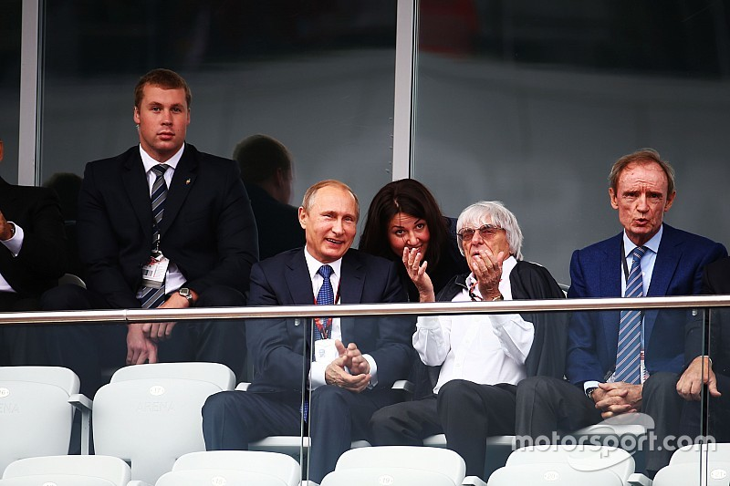 """Moss dice que Ecclestone es """"un dictador"""" y """"un gran hombre"""""""