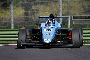 Formula 4 Reporte de la carrera Marcos Siebert toma más ventaja en la F4 Italiana