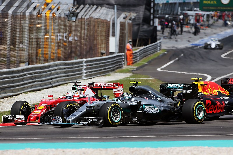"Rosberg dice que Vettel ""estaba fuera de control"""
