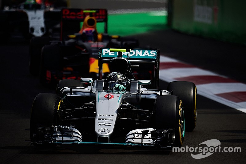 """Rosberg, touché par Verstappen - """"J'ai cru que ma voiture était foutue"""""""
